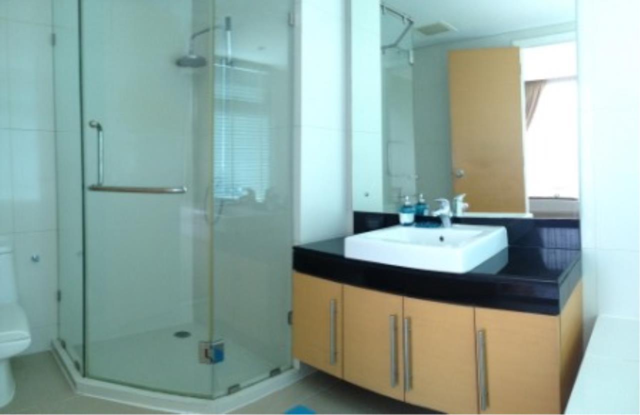 BKK Condos Agency's Three bedroom condo for rent at Fullerton Sukhumvit  2
