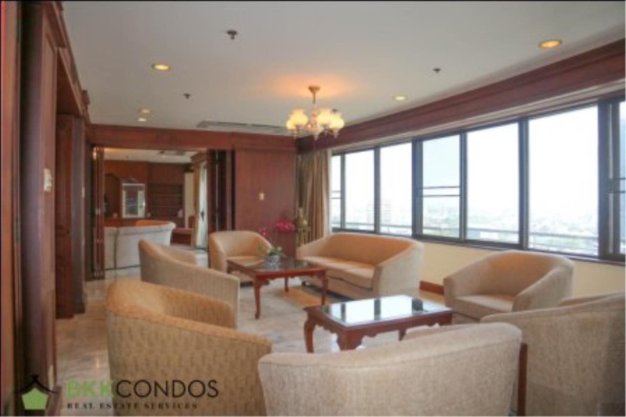 BKK Condos Agency's 2 bedroom condo + 1 office room for rent or sale at The Moon Tower 22