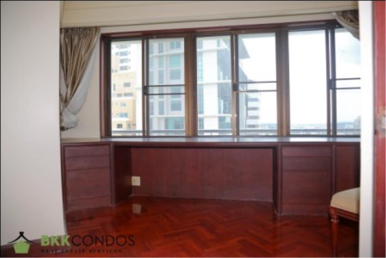 BKK Condos Agency's 2 bedroom condo + 1 office room for rent or sale at The Moon Tower 17