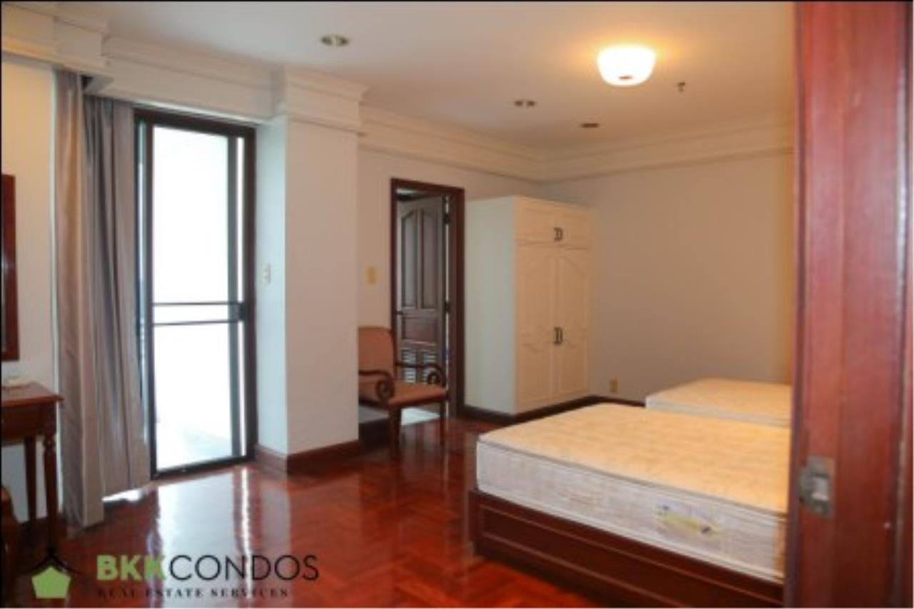 BKK Condos Agency's 2 bedroom condo + 1 office room for rent or sale at The Moon Tower 16