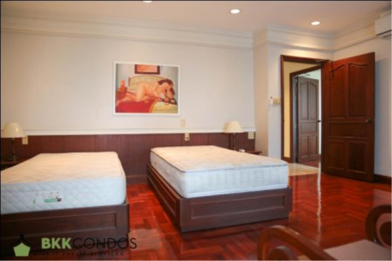 BKK Condos Agency's 2 bedroom condo + 1 office room for rent or sale at The Moon Tower 15