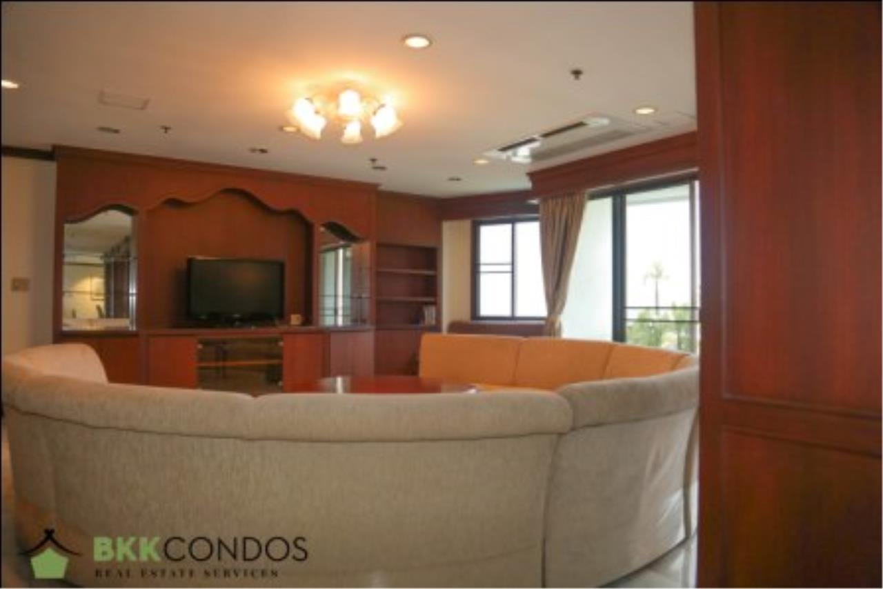 BKK Condos Agency's 2 bedroom condo + 1 office room for rent or sale at The Moon Tower 10