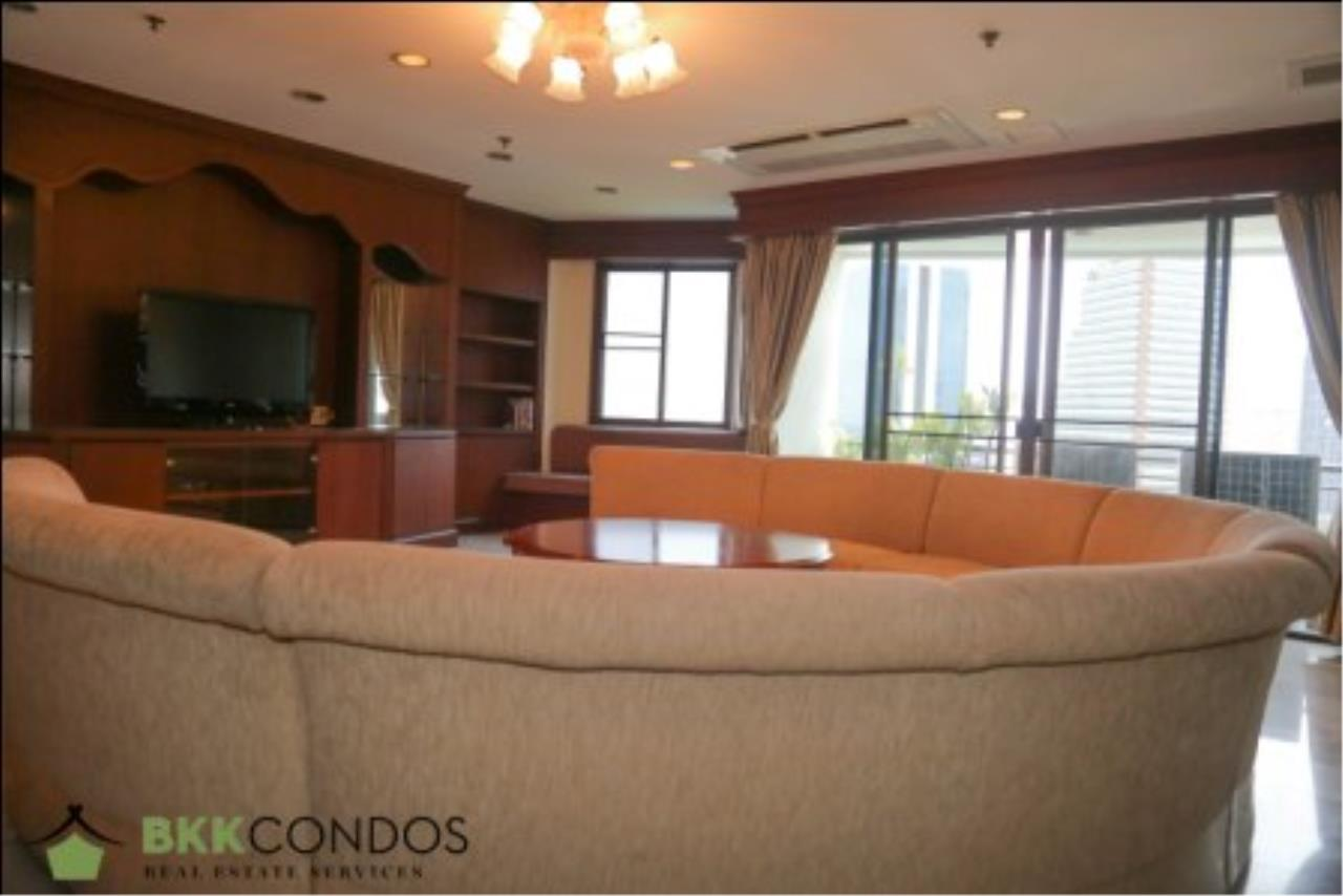 BKK Condos Agency's 2 bedroom condo + 1 office room for rent or sale at The Moon Tower 9