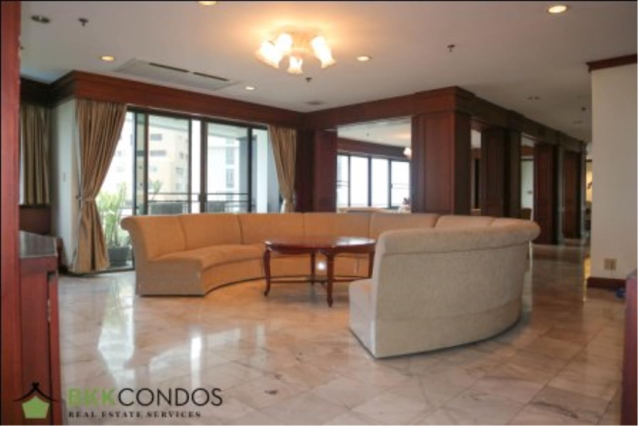 BKK Condos Agency's 2 bedroom condo + 1 office room for rent or sale at The Moon Tower 8