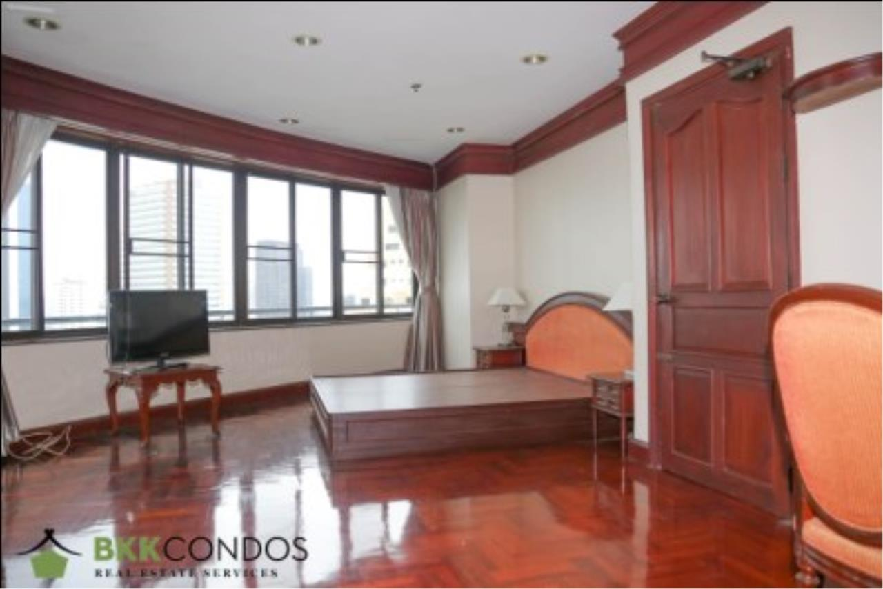 BKK Condos Agency's 2 bedroom condo + 1 office room for rent or sale at The Moon Tower 7