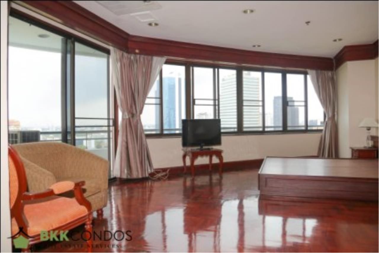 BKK Condos Agency's 2 bedroom condo + 1 office room for rent or sale at The Moon Tower 6