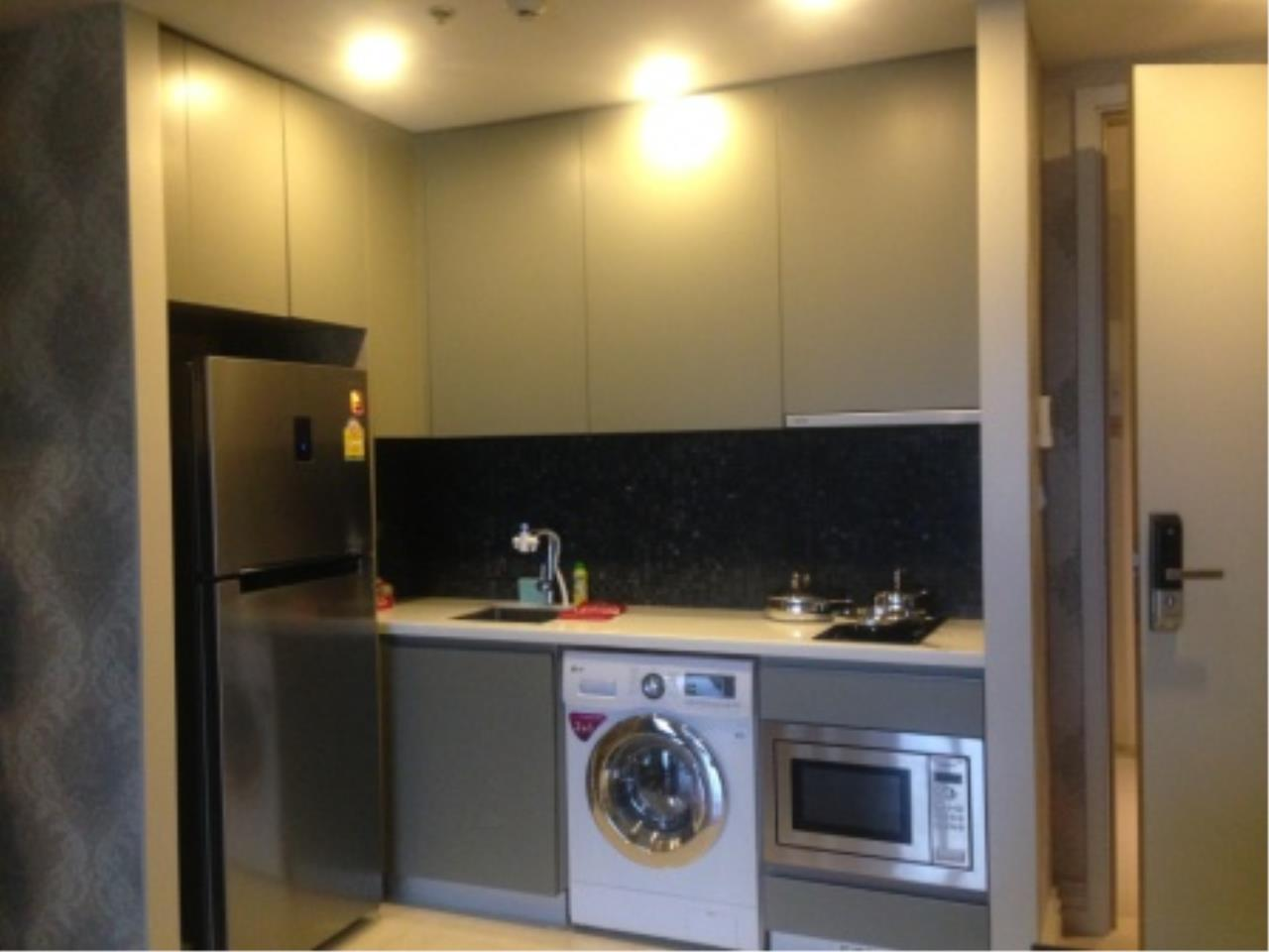 BKK Condos Agency's Corner unit 2 bedroom condo for rent at Hyde Sukhumvit  5