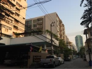 BKK Condos Agency's 2 bedroom condo for rent at Siri On 8  6