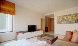 BKK Condos Agency's 2 bedroom condo for sale and for rent at The Emporio Place 4