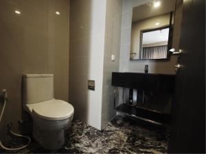 BKK Condos Agency's 1 bedroom condo for rent at Edge Sukhumvit 23 7