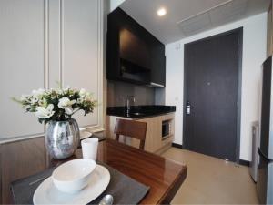 BKK Condos Agency's 1 bedroom condo for rent at Edge Sukhumvit 23 4