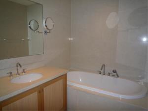 BKK Condos Agency's 1 bedroom condo for rent at The Emporio Place 6