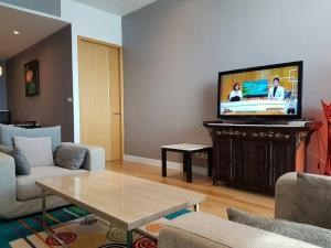 BKK Condos Agency's 2 bedroom, 90sqm condo for rent at Millennium Residences, Bangkok 5