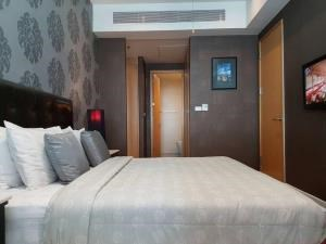 BKK Condos Agency's 2 bedroom, 90sqm condo for rent at Millennium Residences, Bangkok 3