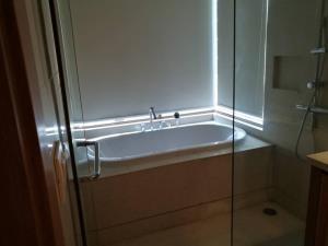 BKK Condos Agency's Emporio Place Sukhumvit 24 2 bedroom for rent 13