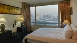 BKK Condos Agency's 2 bedroom condo for rent at Watermark by the river 12