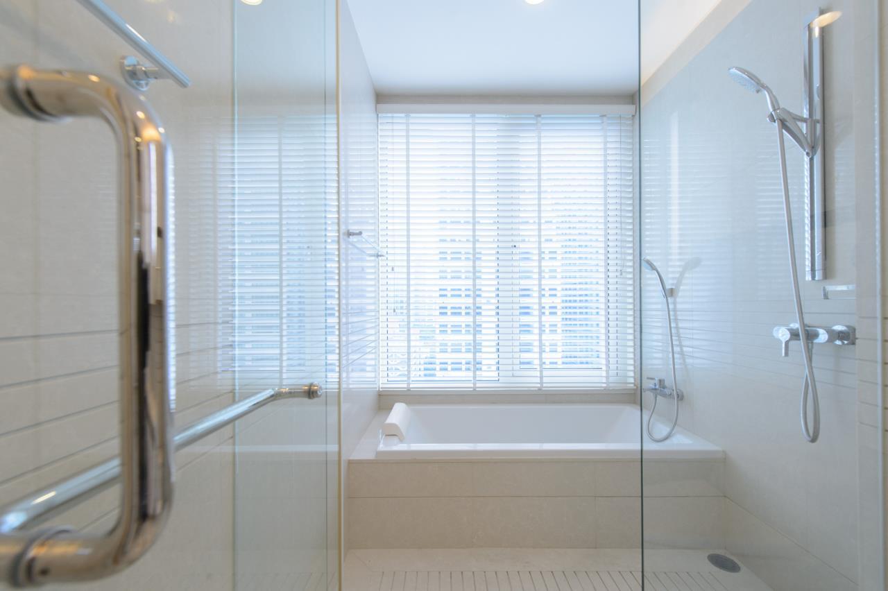 Arken Estate Agency Property Agency near BTS & MRT Agency's For Sale/Rent..Q House Langsuan 2 bed 5