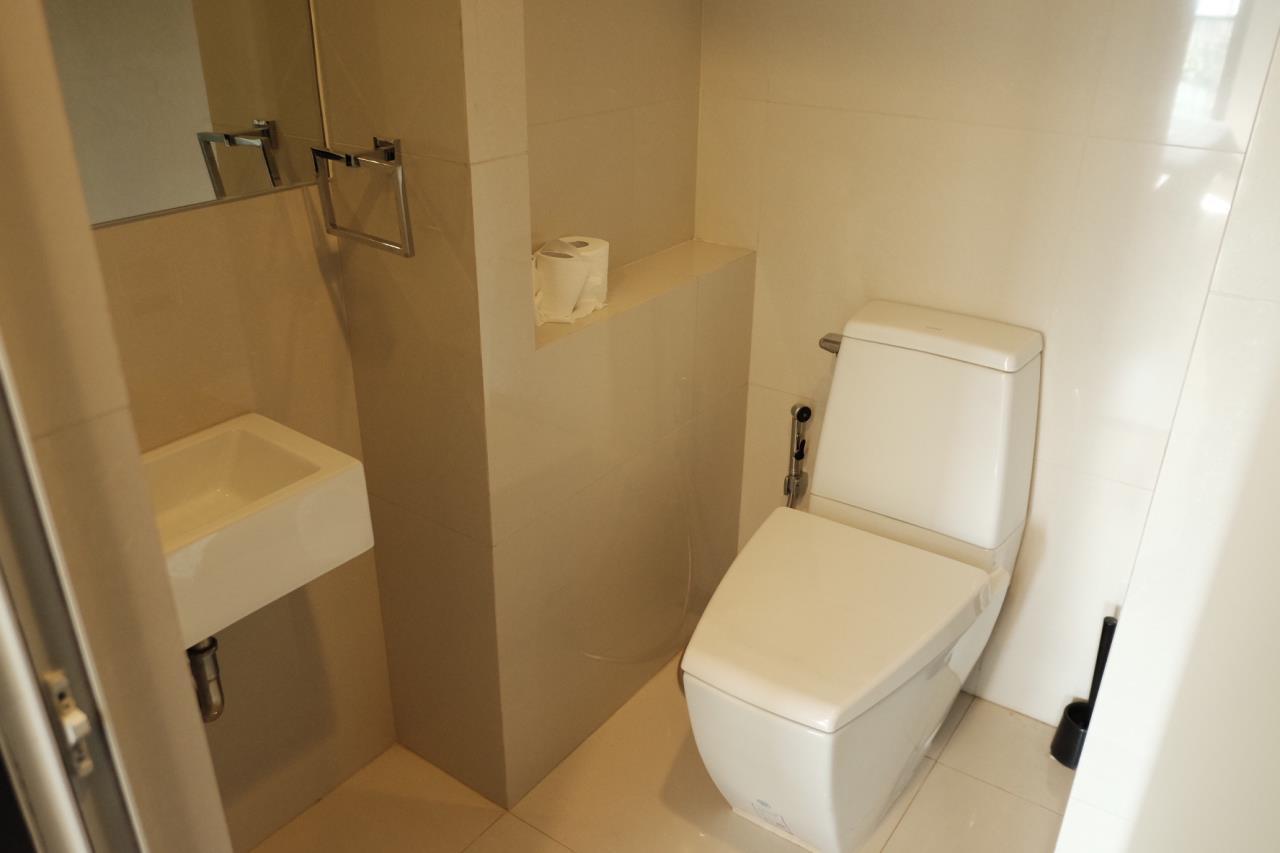 Arken Estate Agency Property Agency near BTS & MRT Agency's Rhythm 44/1 1bedroom available only 28K ( 1 room left ) 5