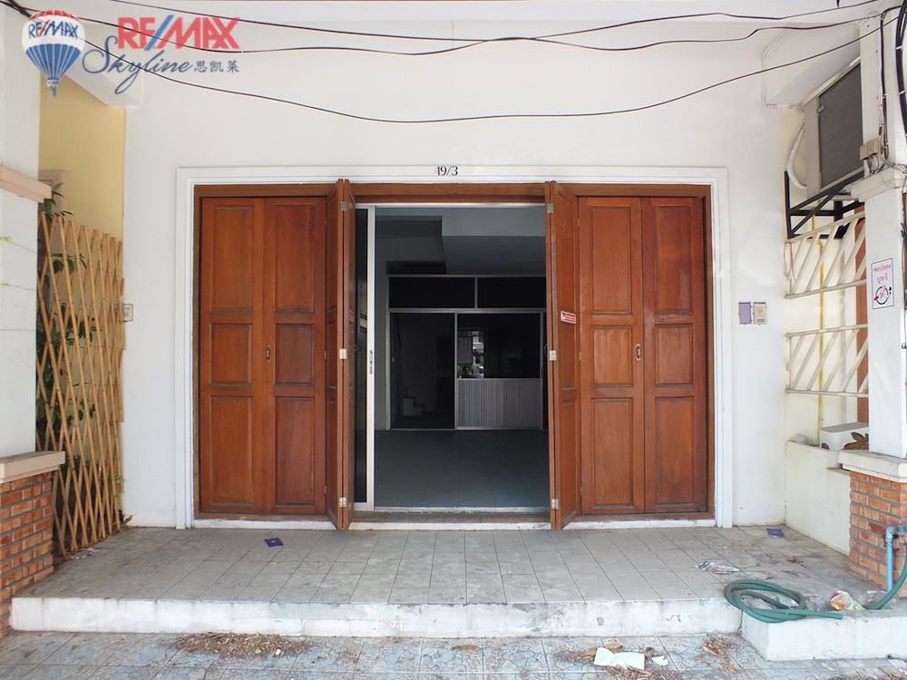 RE/MAX Skyline Agency's Comercial/Residencial for Sale Nimmanhaemin road Chiang Mai, MAYA Shopping mall 1