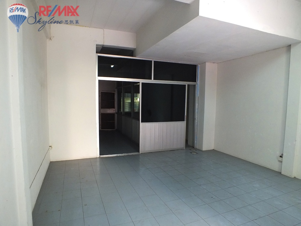RE/MAX Skyline Agency's Comercial/Residencial for Sale Nimmanhaemin road Chiang Mai, MAYA Shopping mall 3