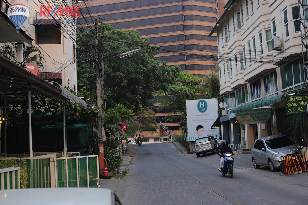 RE/MAX Skyline Agency's Comercial/Residencial for Sale Nimmanhaemin road Chiang Mai, MAYA Shopping mall 20