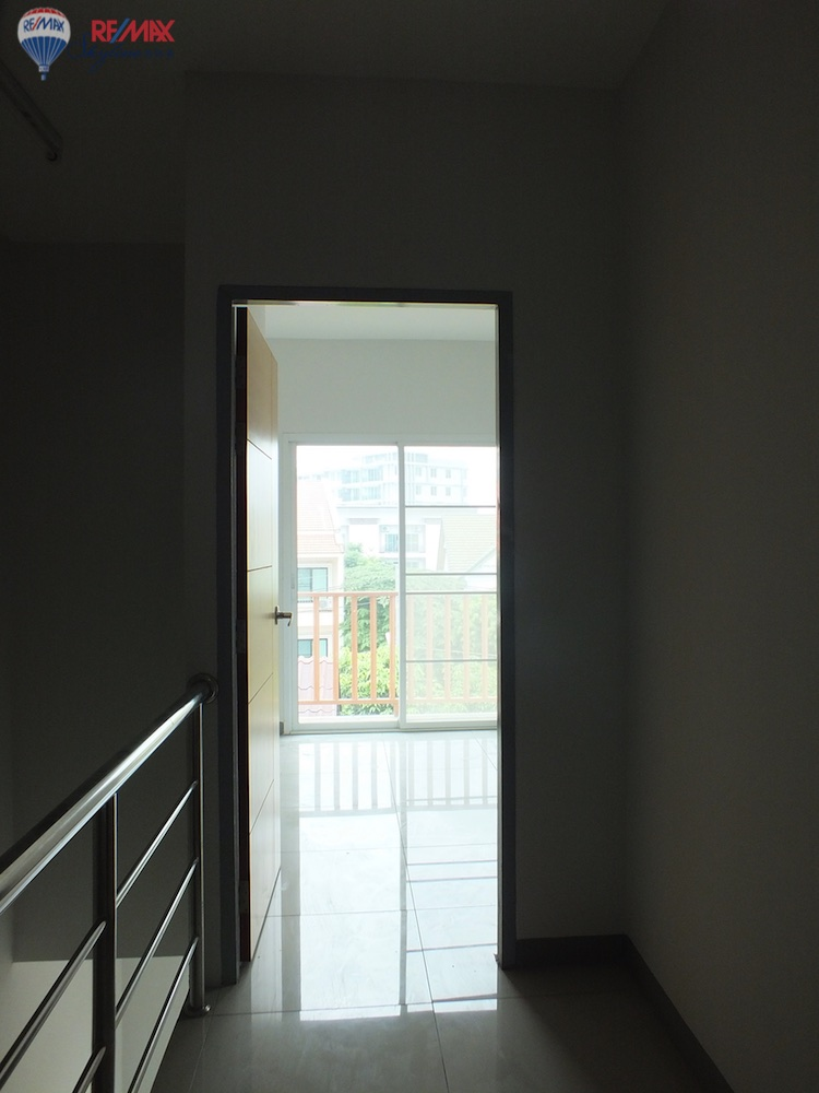 RE/MAX Skyline Agency's Townhouse for Sale Nimmanhaemin road Chiang Mai, MAYA Shopping mall 13