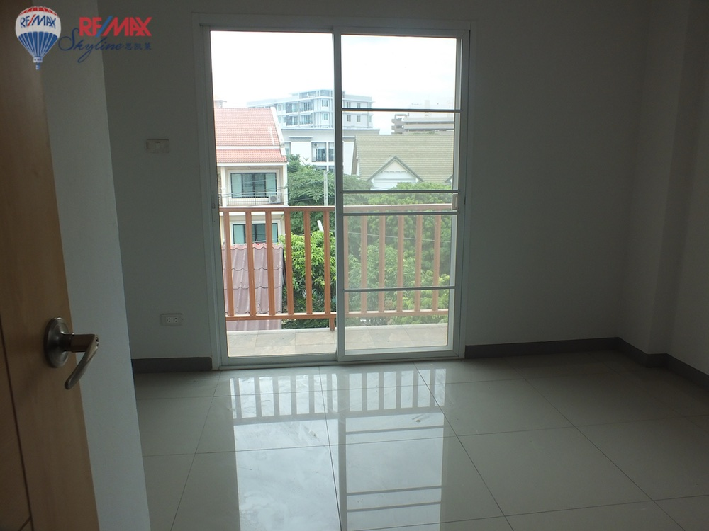 RE/MAX Skyline Agency's Townhouse for Sale Nimmanhaemin road Chiang Mai, MAYA Shopping mall 14
