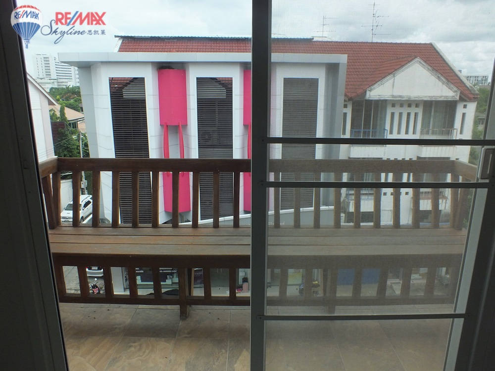 RE/MAX Skyline Agency's Townhouse for Sale Nimmanhaemin road Chiang Mai, MAYA Shopping mall 16