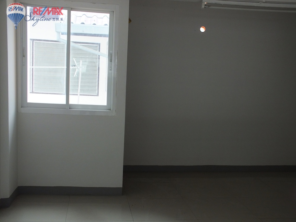 RE/MAX Skyline Agency's Townhouse for Sale Nimmanhaemin road Chiang Mai, MAYA Shopping mall 23