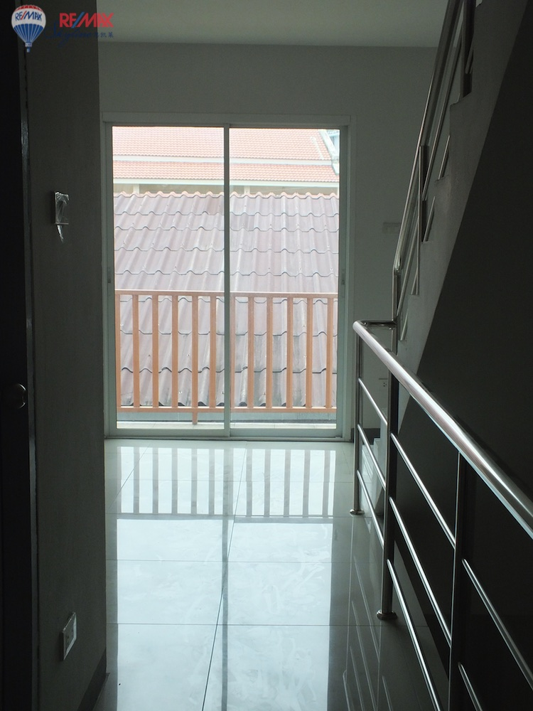 RE/MAX Skyline Agency's Townhouse for Sale Nimmanhaemin road Chiang Mai, MAYA Shopping mall 24