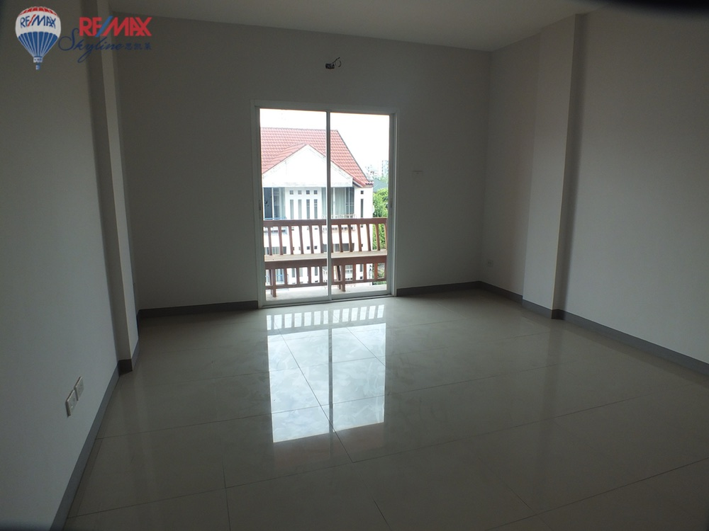 RE/MAX Skyline Agency's Townhouse for Sale Nimmanhaemin road Chiang Mai, MAYA Shopping mall 31