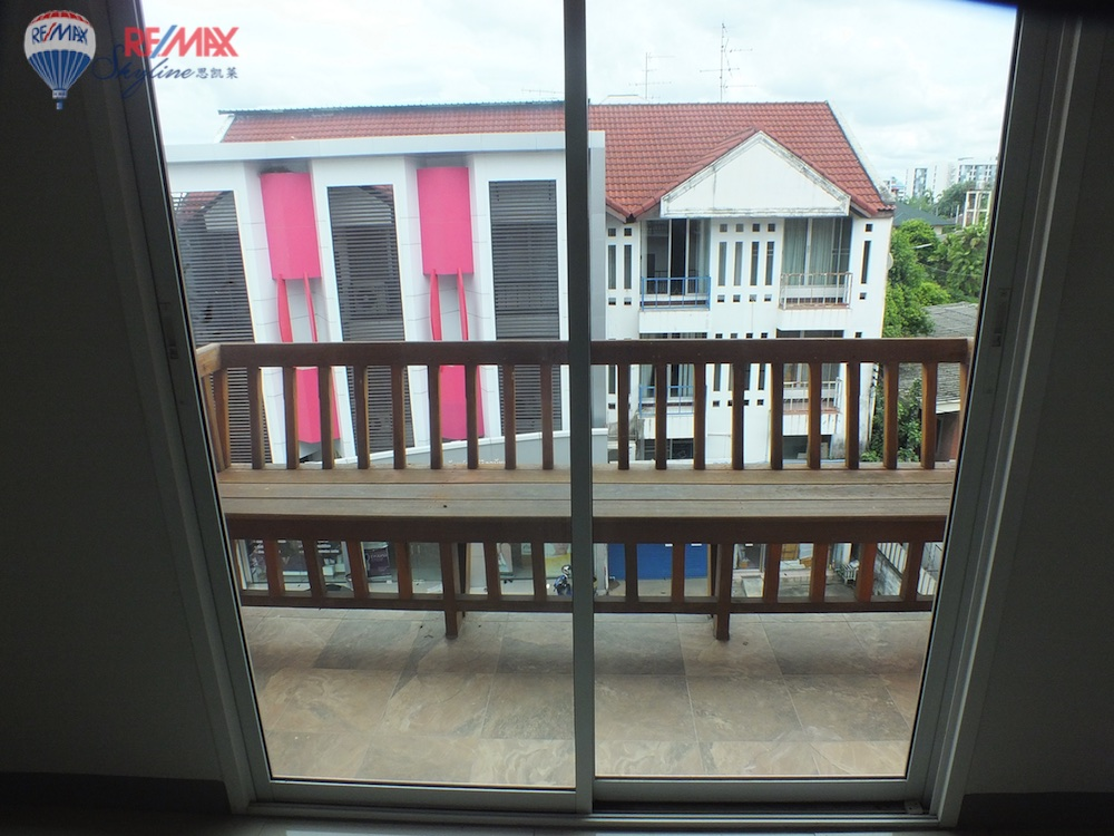RE/MAX Skyline Agency's Townhouse for Sale Nimmanhaemin road Chiang Mai, MAYA Shopping mall 32