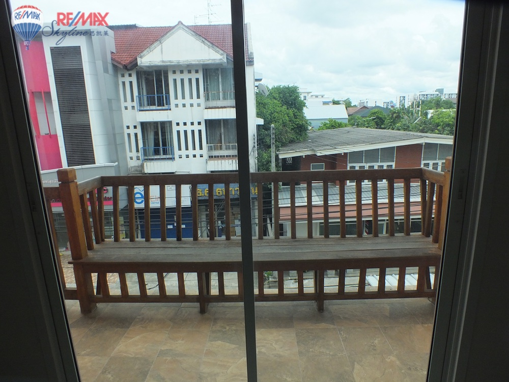 RE/MAX Skyline Agency's Townhouse for Sale Nimmanhaemin road Chiang Mai, MAYA Shopping mall 44