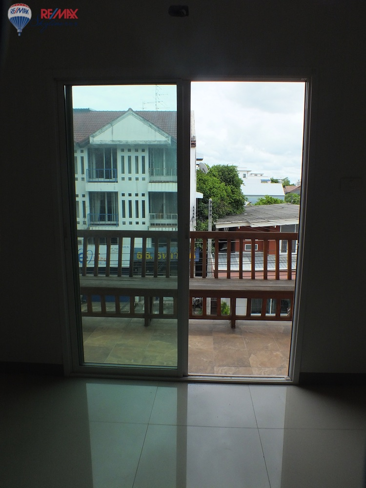 RE/MAX Skyline Agency's Townhouse for Sale Nimmanhaemin road Chiang Mai, MAYA Shopping mall 45