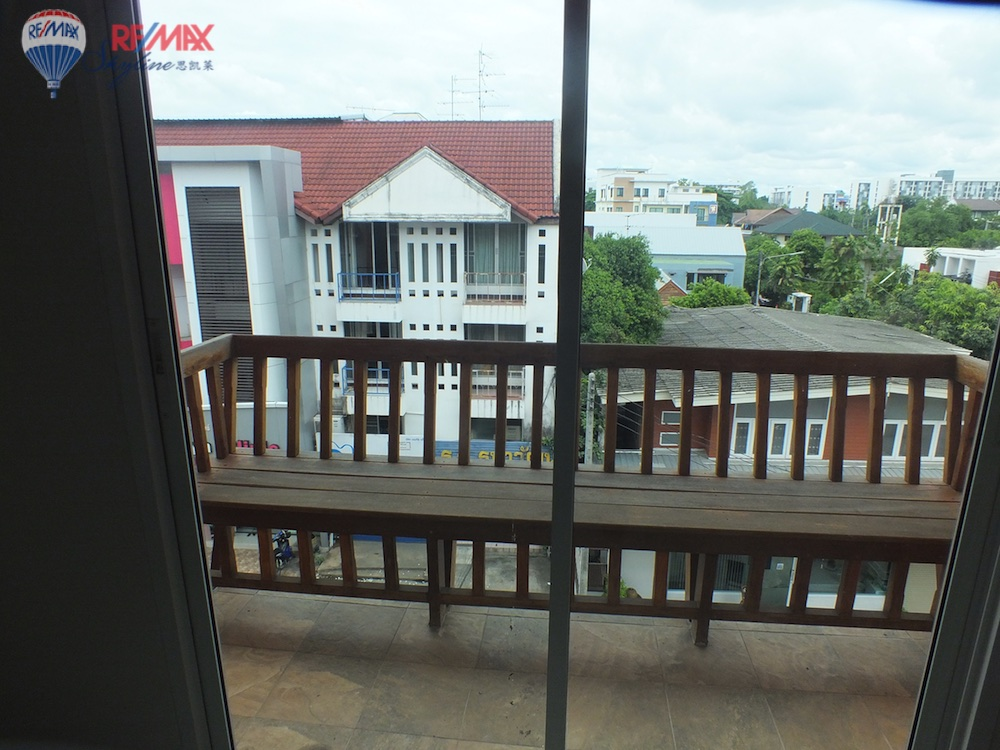 RE/MAX Skyline Agency's Townhouse for Sale Nimmanhaemin road Chiang Mai, MAYA Shopping mall 52