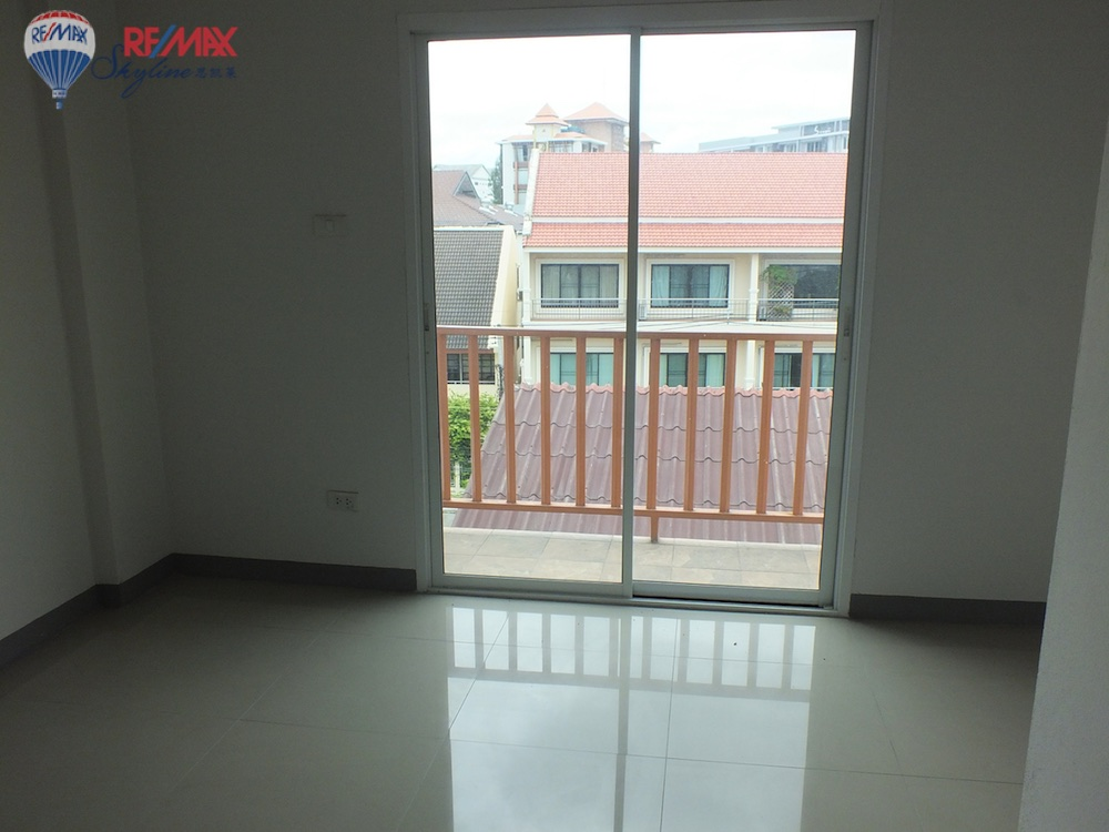 RE/MAX Skyline Agency's Townhouse for Sale Nimmanhaemin road Chiang Mai, MAYA Shopping mall 56