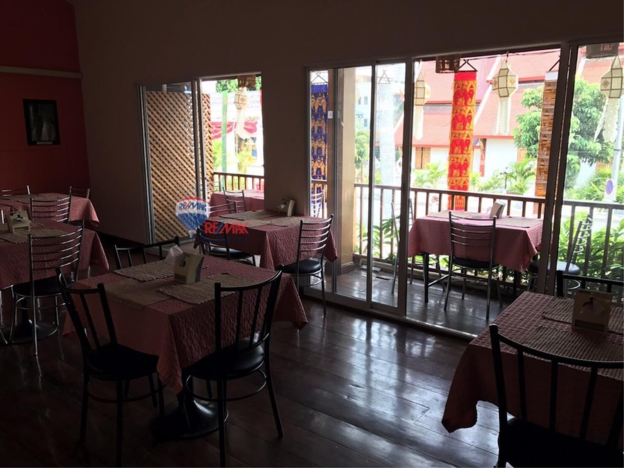RE/MAX Skyline Agency's Restaurant for Sale 8