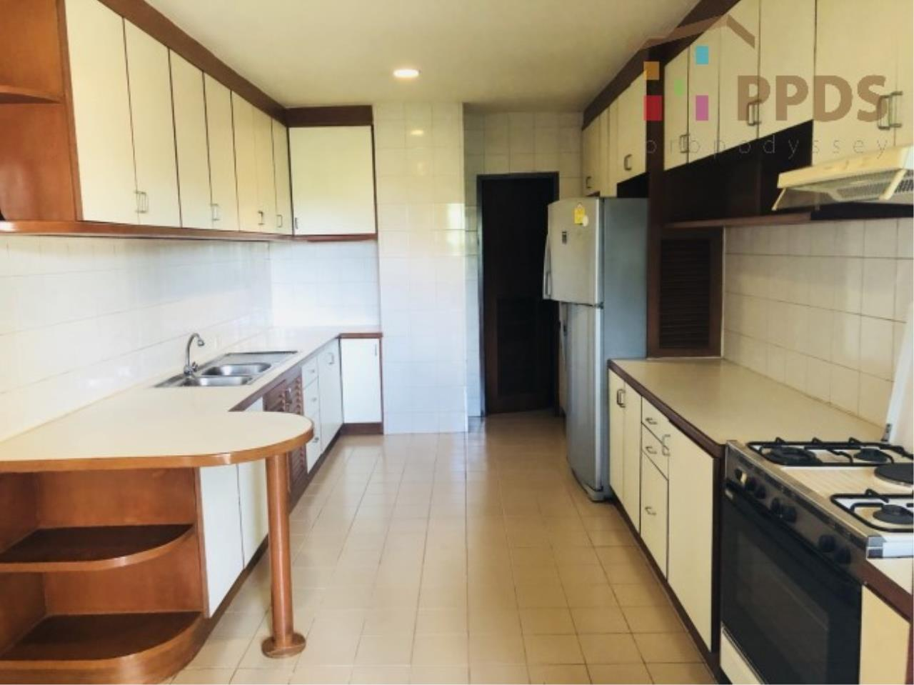 Propodyssey Agency's 3 Specious apartment for rent on Promphong area near Emquatier 16