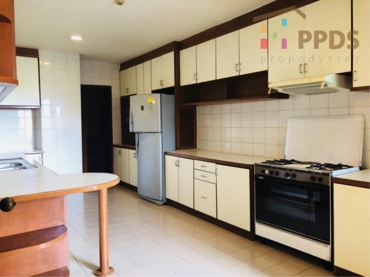 Propodyssey Agency's 3 Specious apartment for rent on Promphong area near Emquatier 14