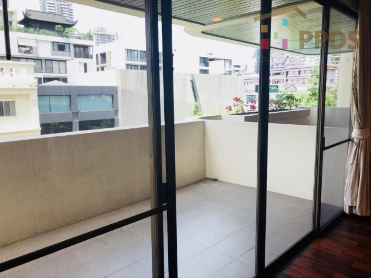 Propodyssey Agency's 3 Specious apartment for rent on Promphong area near Emquatier 11