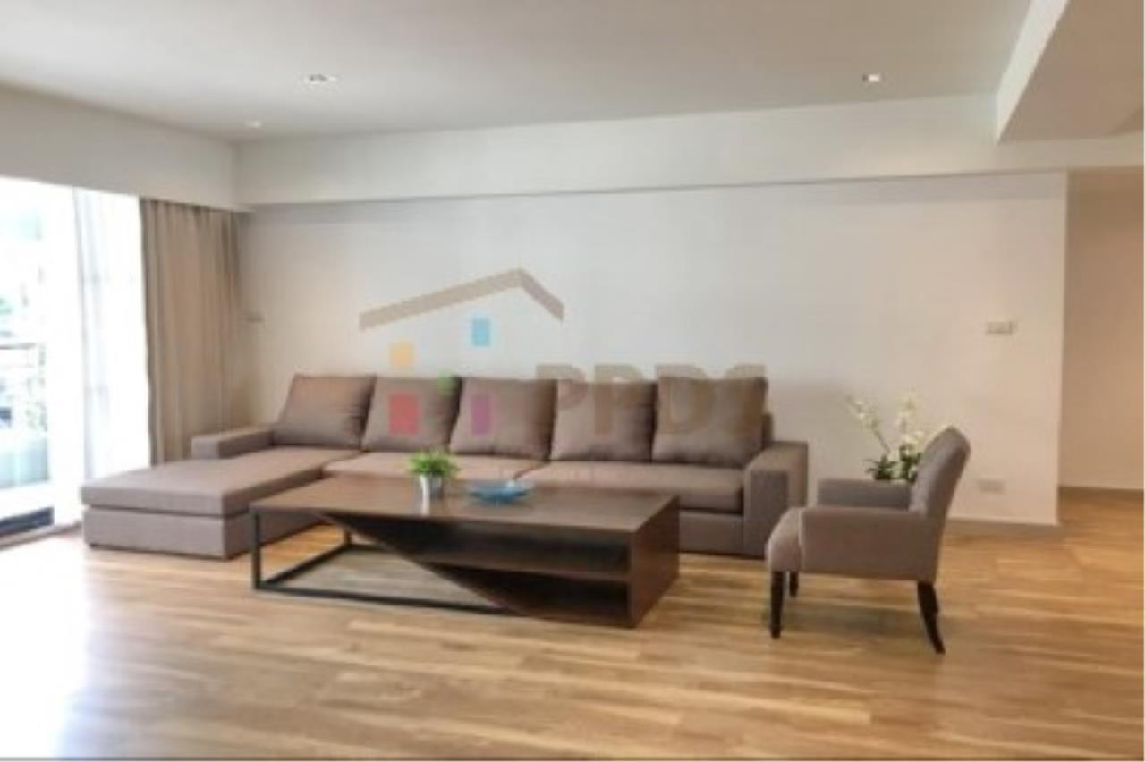 Propodyssey Agency's Newly renovate room for rent near BTS and MRT 9
