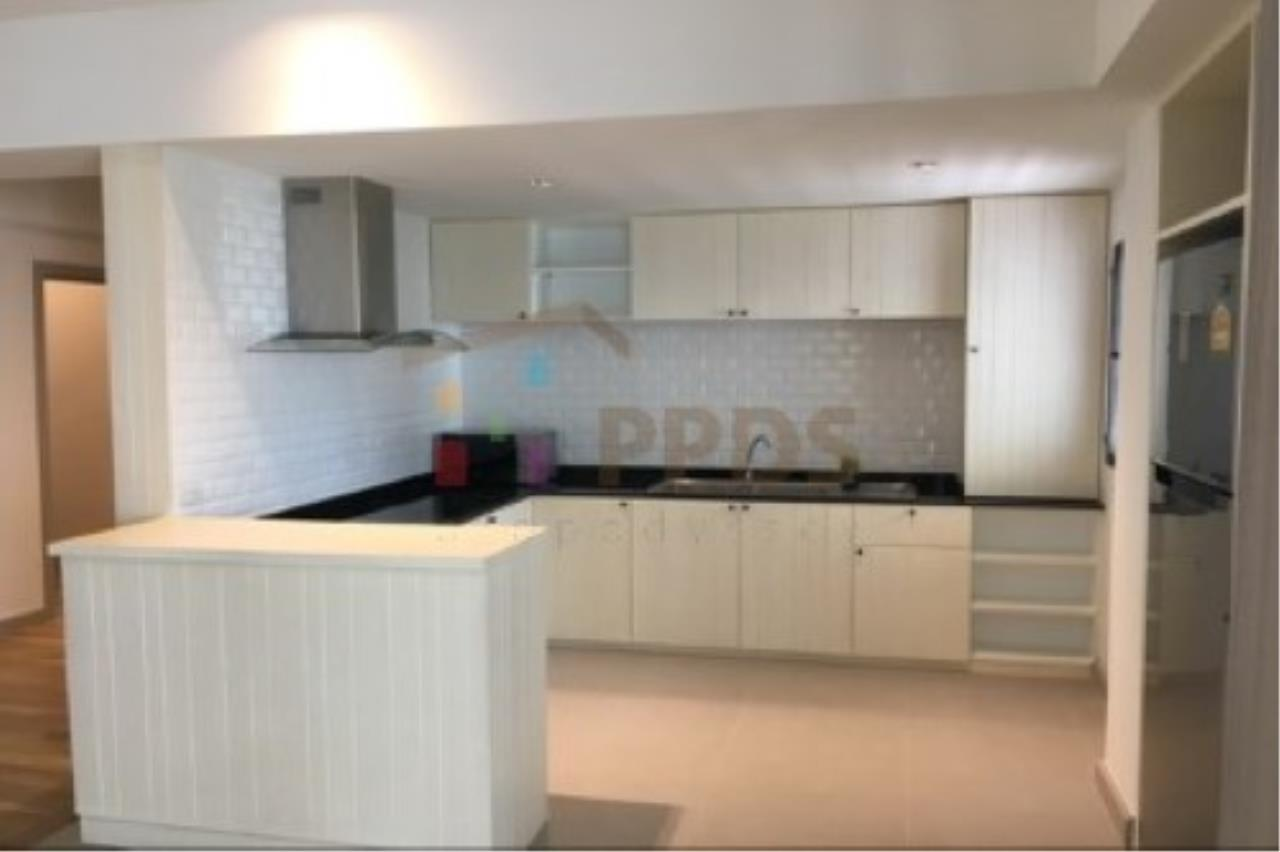 Propodyssey Agency's Newly renovate room for rent near BTS and MRT 11