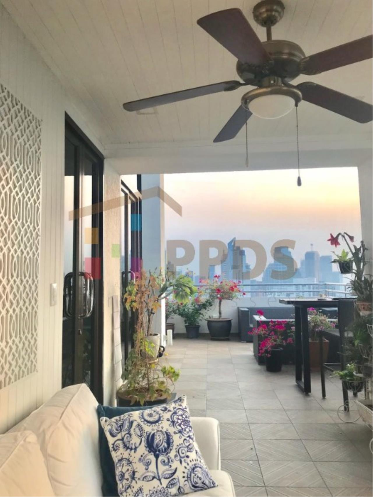Propodyssey Agency's Duplex Penthouse with a large balcony and city is available for rent on Promphong Area. 3
