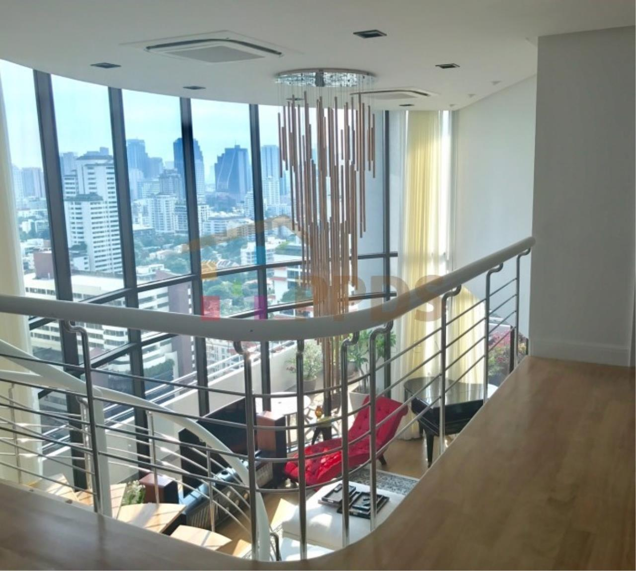 Propodyssey Agency's Duplex Penthouse with a large balcony and city is available for rent on Promphong Area. 8