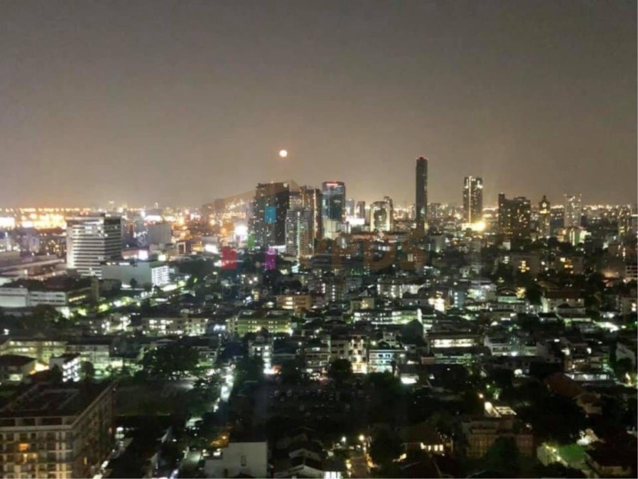 Propodyssey Agency's Duplex Penthouse with a large balcony and city is available for rent on Promphong Area. 26