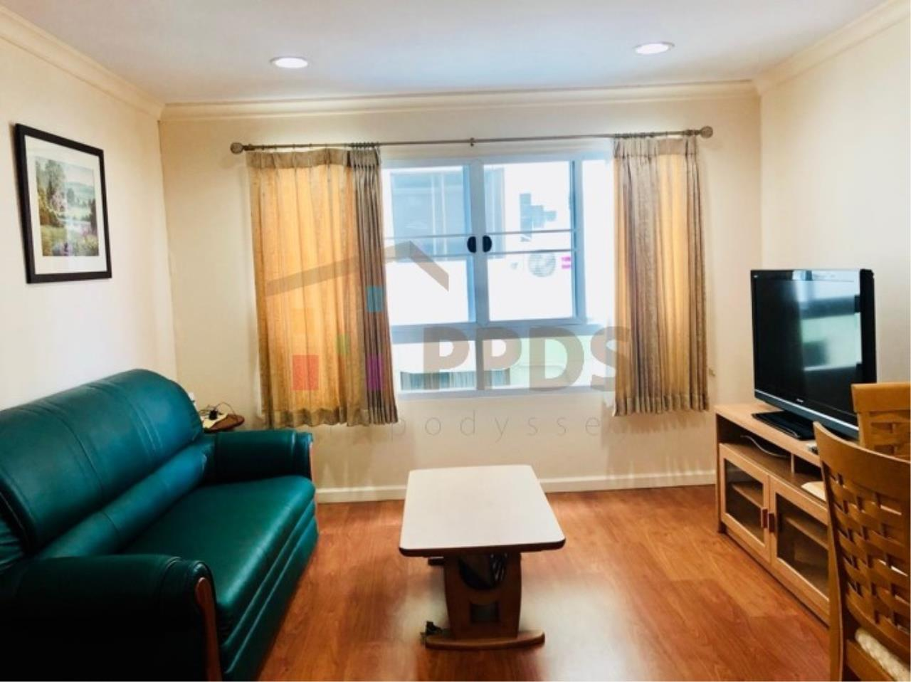 Propodyssey Agency's One specious bedroom condo walking distance to Promphong BTS 11