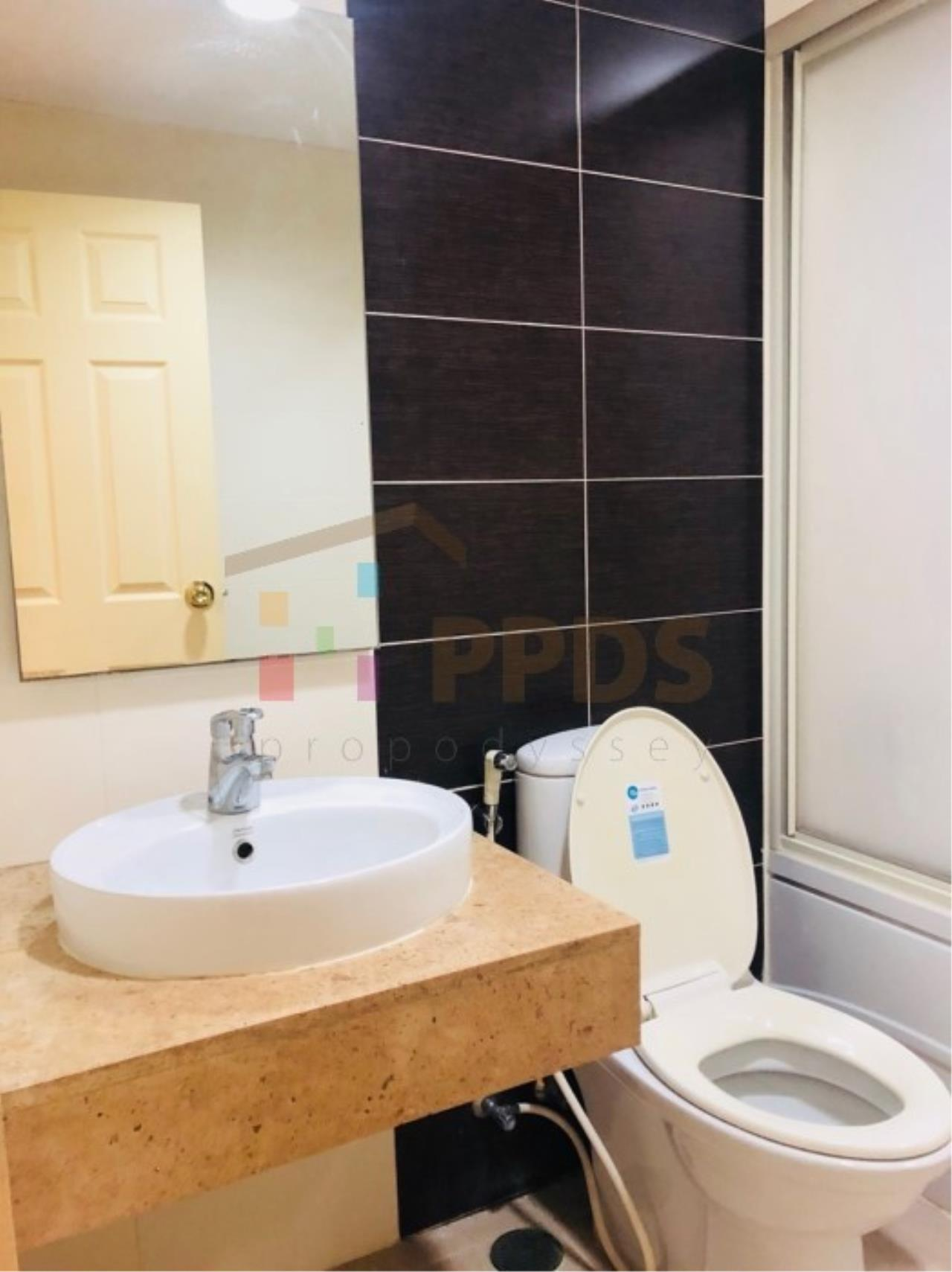 Propodyssey Agency's One specious bedroom condo walking distance to Promphong BTS 9