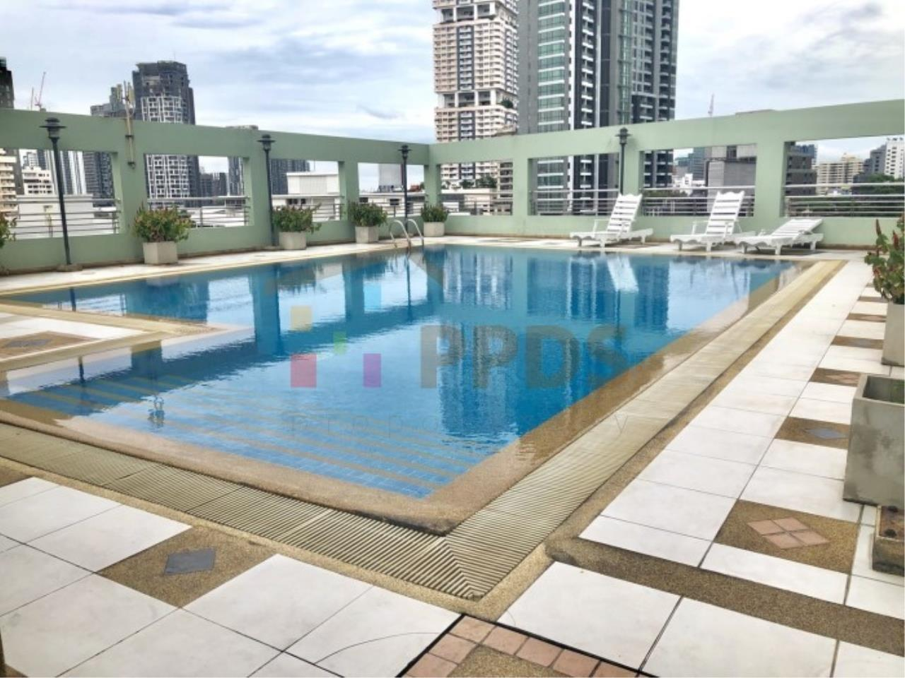Propodyssey Agency's One specious bedroom condo walking distance to Promphong BTS 17
