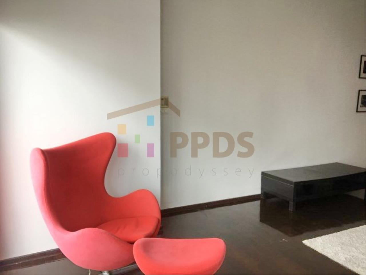 Propodyssey Agency's 1 bedroom for rent in Sukhumvit 55, Big living area. 7