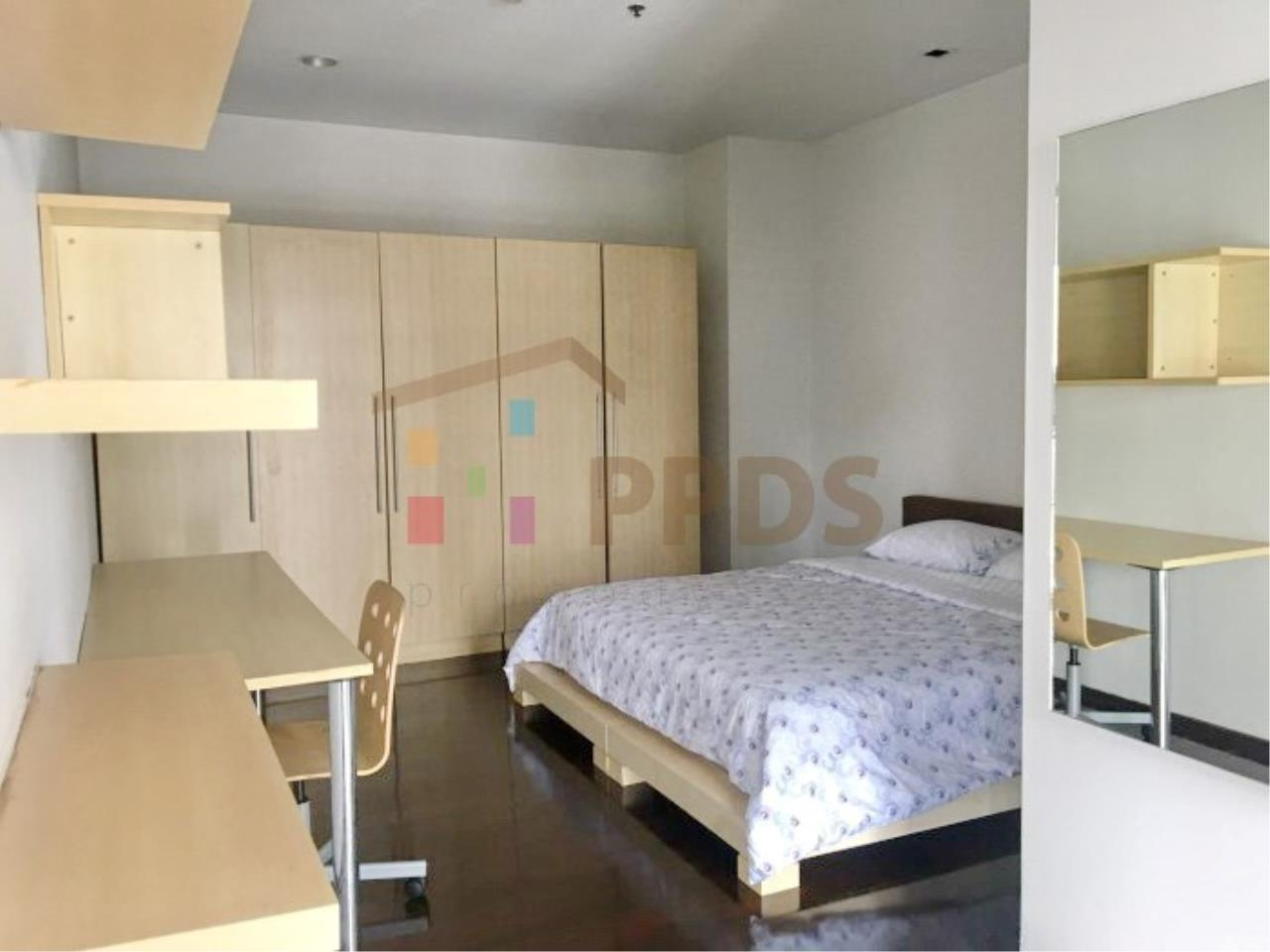 Propodyssey Agency's 1 bedroom for rent in Sukhumvit 55, Big living area. 6
